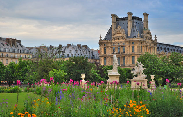 Colin Snapp in the Jardin des Tuileries with FIAC